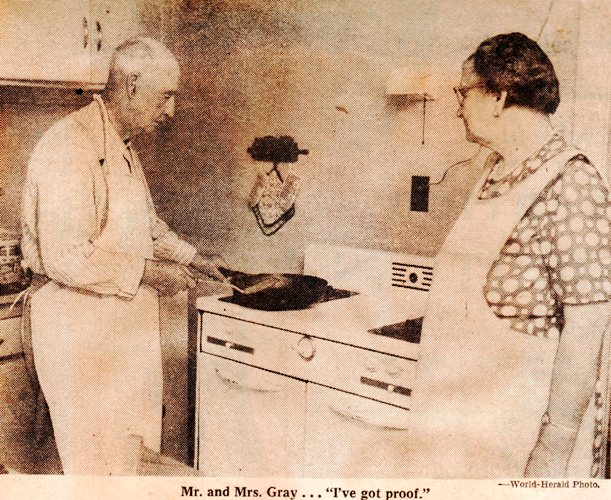 First Hamburger - Clarinda, Iowa - Bert Gray - First Hamburger on Bun
