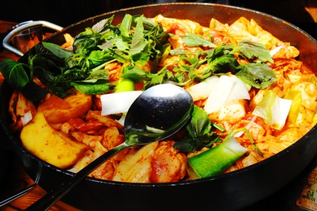 Dak Galbi - Korean Food - Spicy Stir-Fried Chicken - Lunch in Seoul