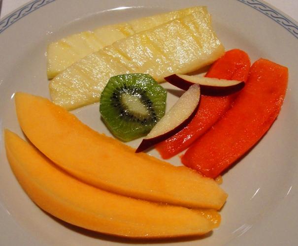 Restaurant El Cardenal - Plate of fruit - Muskmelon - Pinapple - Kiwi - Mango