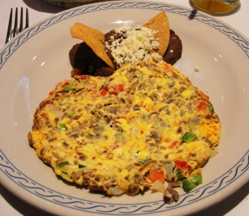 Aporreado con huevo - Scrambled Eggs - Salted Beef - Salsa - Peppers - Restaurant El Cardenal - Mexican Breakfast