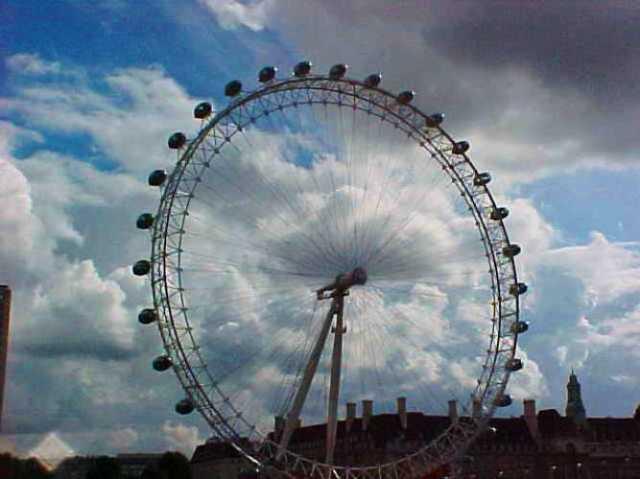 London Eye when it was tallest Ferris Wheel - London Eye 2000 - Ferris Wheel - London, England