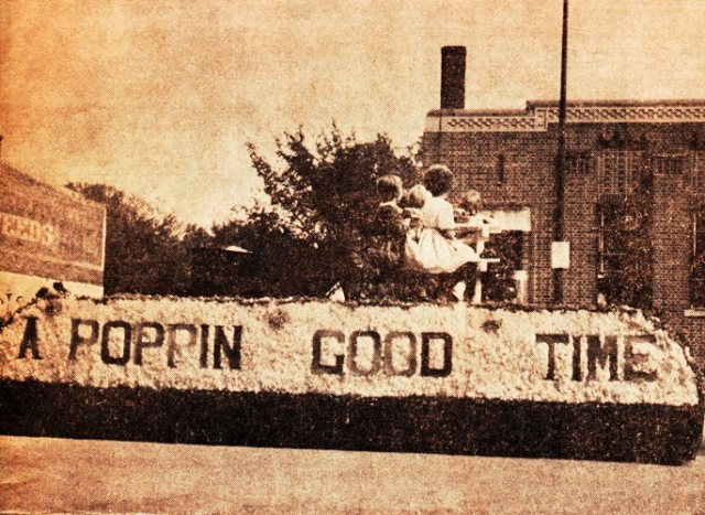 Popcorn Festival Float - Hamburg, Iowa - 1962 - Popcorn Days - Vogel Popcorn