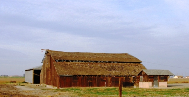 Old Barn - Tracy, California - Barns - Wooden Barn - California Central Valley