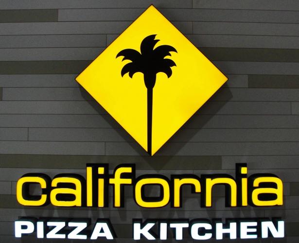 California Pizza Kitchen Palm Tree rainy day in mexico | braman's wanderings