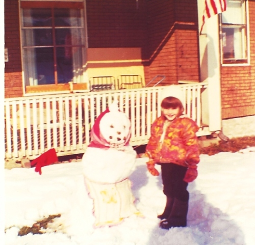 Snow man - Little Girl - Winter time - Playing in Snow - Cold Weather Fun