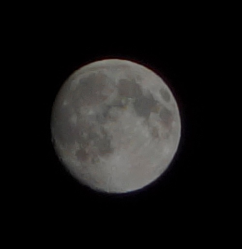 Moon Picture, 1/800 exposure time, tripod, craters
