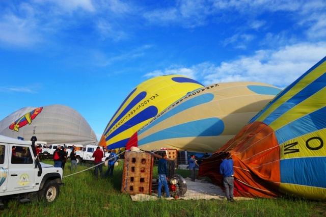 Cappadocia Ballon Flights, Hot Air Balloons, Balloons inflating, Turkey, Floating over Cappadocia