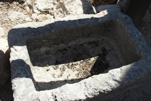 Manger at Megiddo, King Ahab, Stables