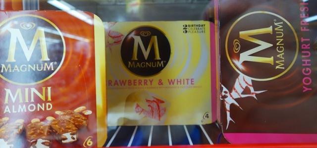 Magnum Bars, Strawberry and White, White Chocolate, Germany, Ice Cream Treat