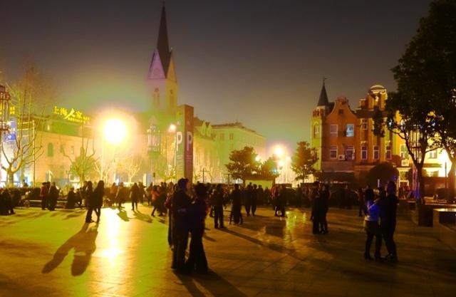 Holland Town, Gaoqiao, Dutch, Shanghai, Dancing in the square, Night Dancing