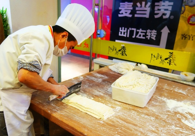 Cutting Noodles, Xian Noodles, Hand Made Noodles, Xian Food, Chinese Food