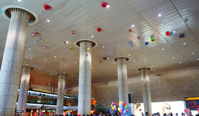 Tel Aviv Airport, Arrivals Hall, Balloons on Ceiling