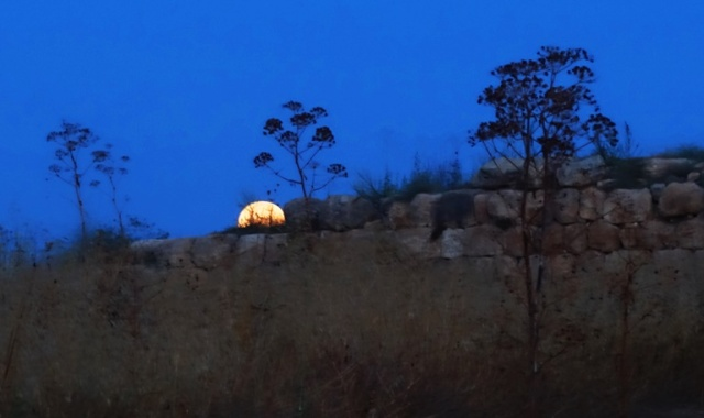 Moon setting, Lachish, Tel Lachish, Archaeology, Dig