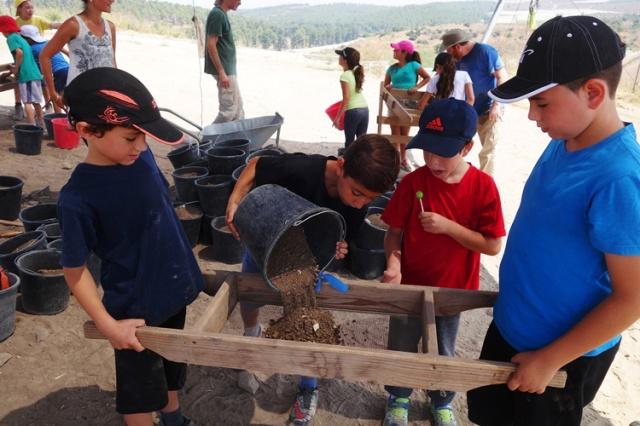 Sifting, Tel Lachish, Field School, Archaeology, Field Trip, School Trip