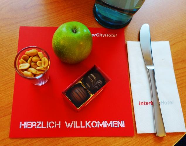 Herzlich Willkommeni, welcome treat, apple, nuts, chocolates, Inner City Hotel