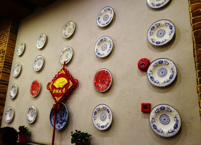 Plates on Wall, Chinese China, China Plates, Blue design plates, blue willow china