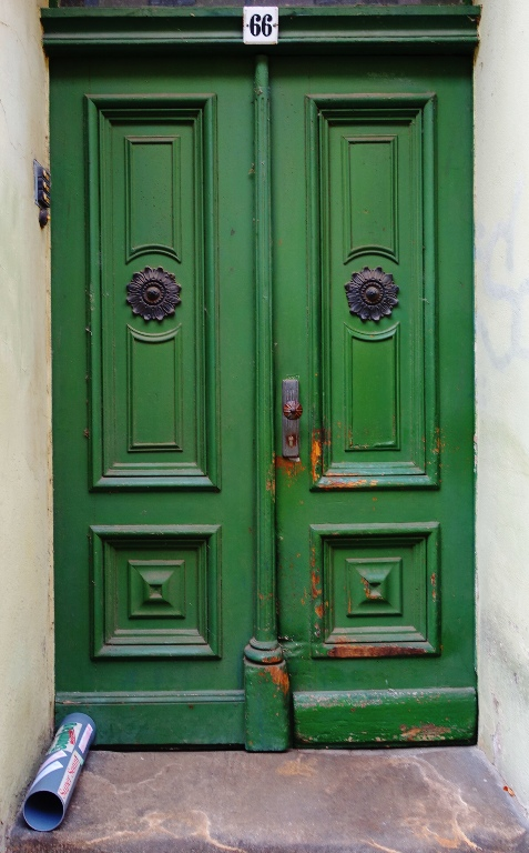 Door in wittenberg, german door, green door, architecture