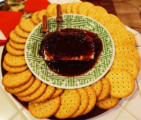 Cranberry Chipolte, Cream cheese, Appetizer, finger food, crackers