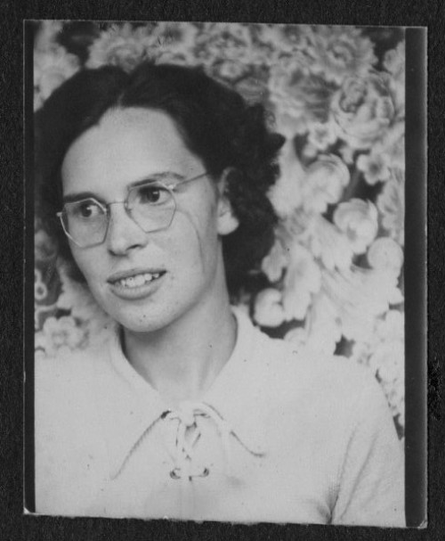 Grandma Photo Booth Picture, Floral Background, Where to look