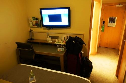 Hotel Room, Holiday Inn Ariel, Heathrow Airport, Small London Hotel rooms
