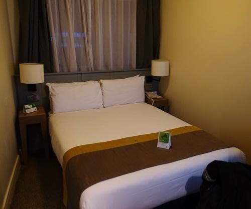 London Hotel, Heathrow Hotel, Small Hotel Room
