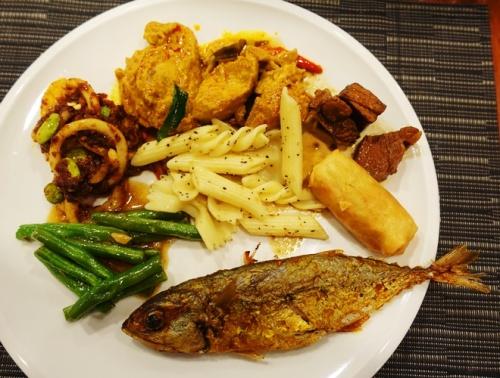 Singapore Buffet, Singapore Lunch, Fried Fish, buffet food