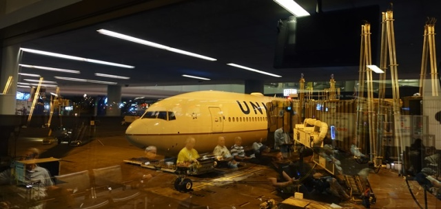 777-300, United Airlines, Boeing 777, Newark Airport, Reflection picture