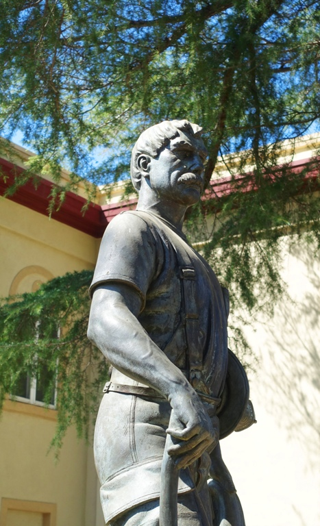 Firefighter statue, tracy california, sculpture
