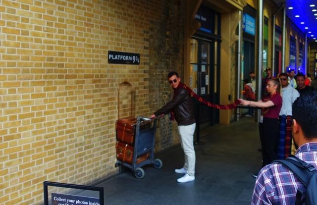 Platform  9 3/4, Harry Potter, Kings Cross, Hogwarts Express