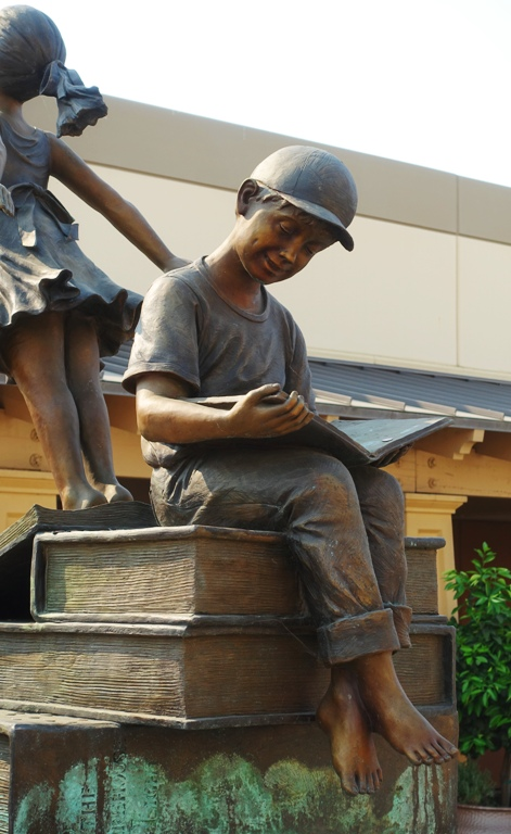 Livermore Outlets, Reading Sculpture, Little Boy Reading