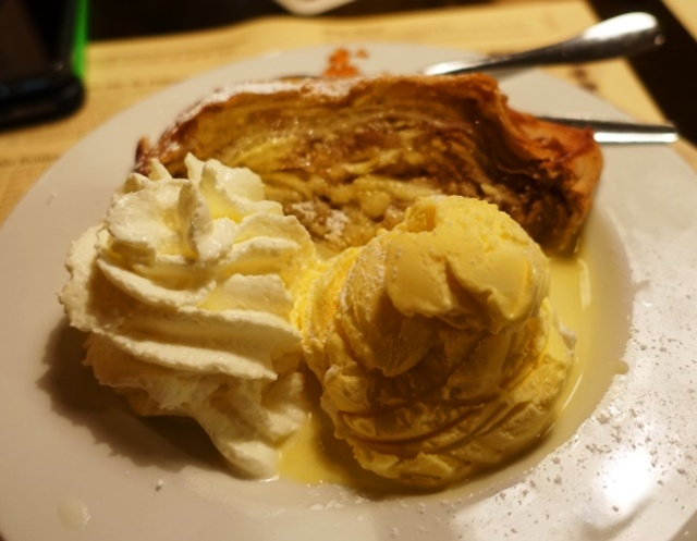 Dessert, Apple strudel, ice cream, German Food