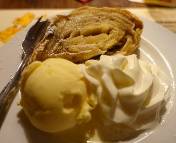 Apple Strudel, German Cuisine, Ice Cream, apples, pastry