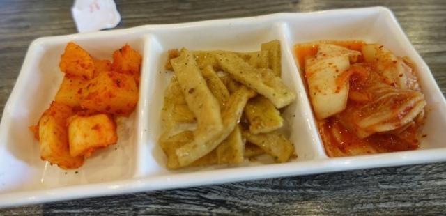 Banchan, small dishes, Korean Food, Odagada, Chicken and Katsu