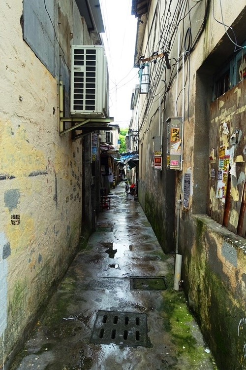 China, Shanghai, Pudong, Alleyway, Rain