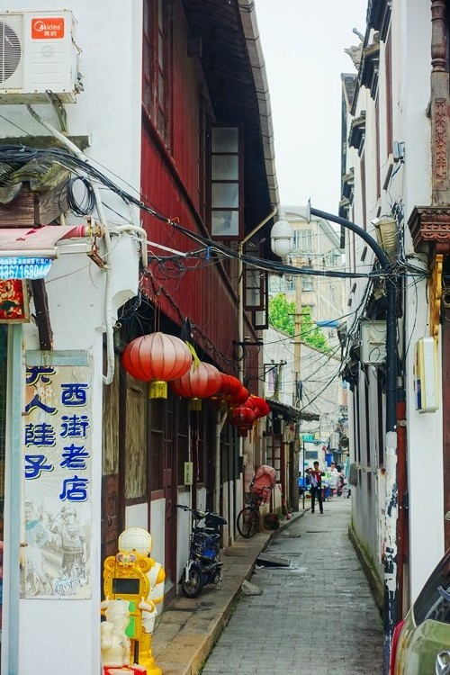Chinese Alleyway, Red lanterns, Shanghai, Old China