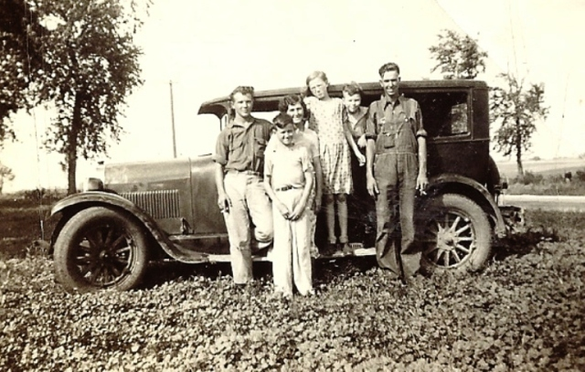 Family Picture, Old Car, Touring Car, Iowa
