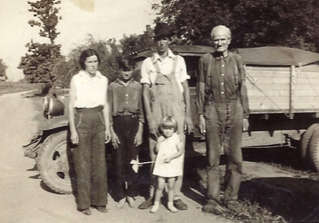 Old Truck, Iowa, Family Group