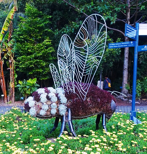 Bee Sculpture, Royal Botanic Garden, Sydney, Down Under Bee