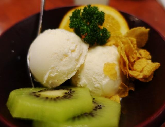 Corn Flakes, Vanilla Ice cream, orange slice, kiwi fruit