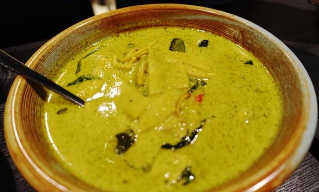 Gaeng keaw wan, green curry, chicken curry