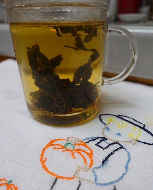 steeping tea, tea brewing, oolong, glass infuser