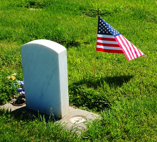 Grave and Flag, Memorial Day, small flags, remembrance
