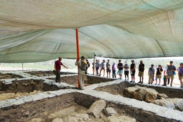 dig begins, khirbet al ra'i, archaeology, squares