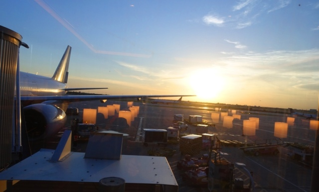 Airport sunset, 777, Chicago, United Club