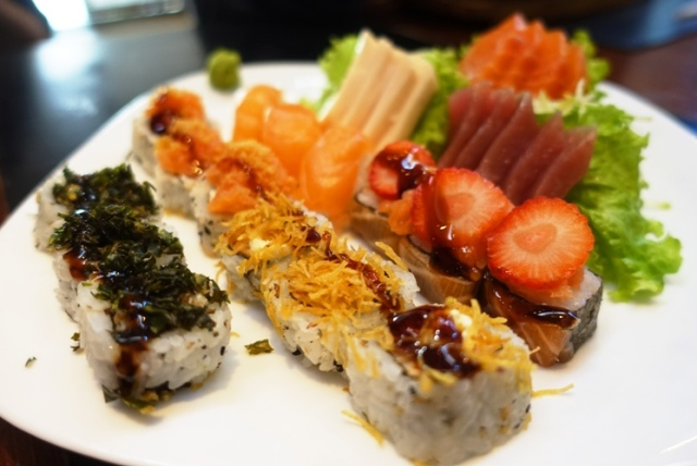 sushi, brazil, strawberry sushi, sashimi