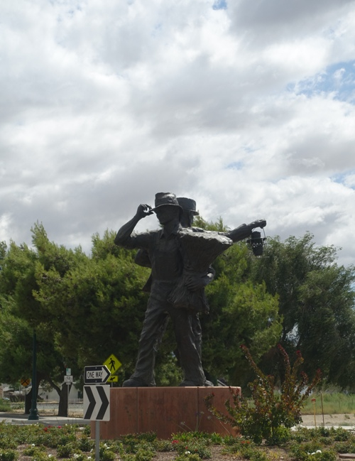 tracy california, sculpture, harvest of progress