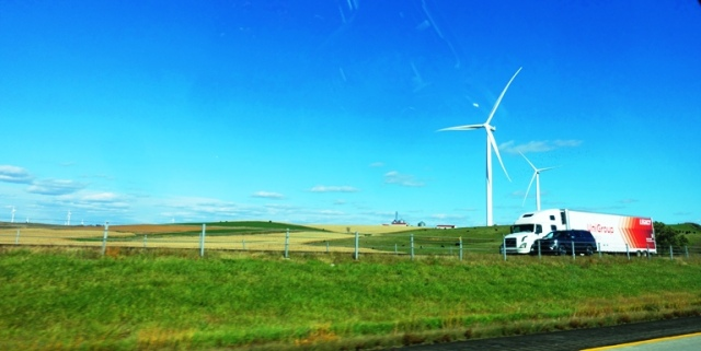 windmills, Iowa, wind power, I-80
