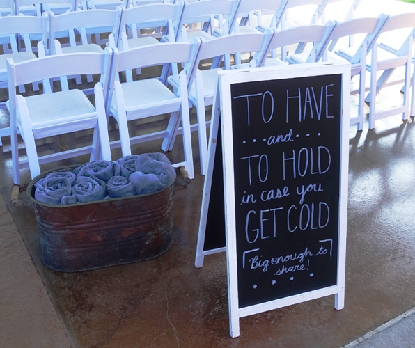 Blanket sign, wedding, cold wedding