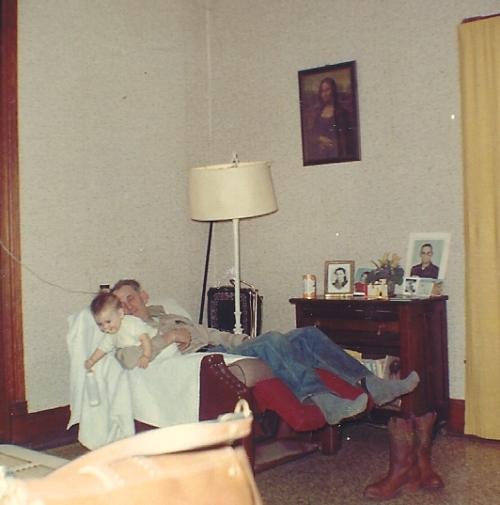 Nap, chair, lazy boy, mona lisa